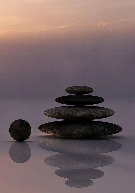 Achtsamkeitsübungen Titelbild Steine